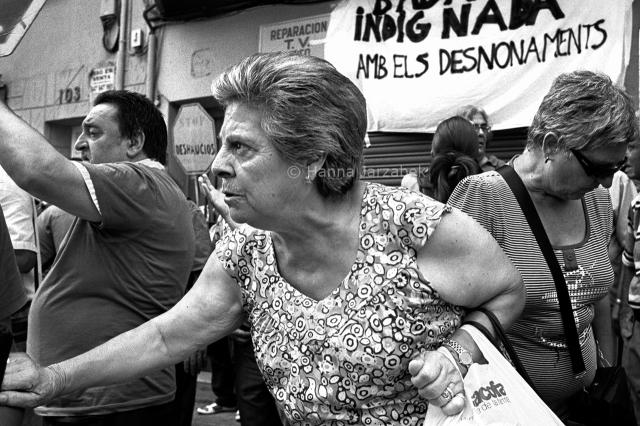 Voisins manifestant contre la expultion de Raquel (une des affec